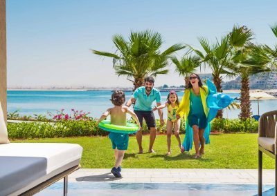 Lifestyle Photographer - Family Ready To Go To The Pool